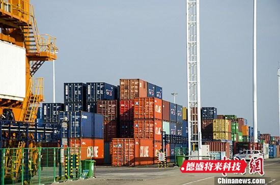 资料图:集装箱码头。 中新社记者 翟李强 摄